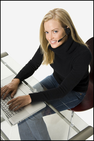 Woman On A Laptop LANG_EVOIMAGES