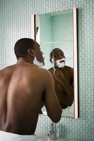 Male Shaving LANG_EVOIMAGES