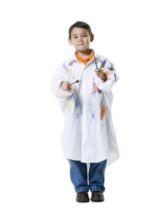 pantalones abajo: Retrato de un niño con dos pinceles