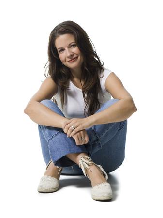 agachado: Retrato de una mujer adulta media sonriendo LANG_EVOIMAGES