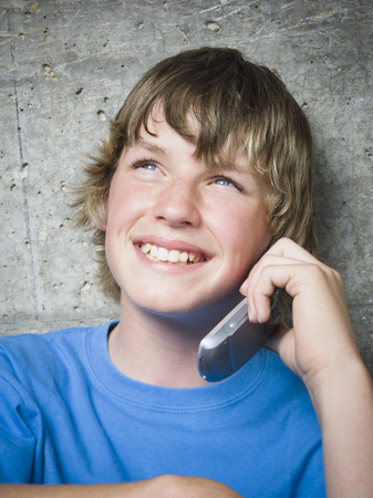 Portrait Of A Teenage Boy Using A Mobile Phone LANG_EVOIMAGES