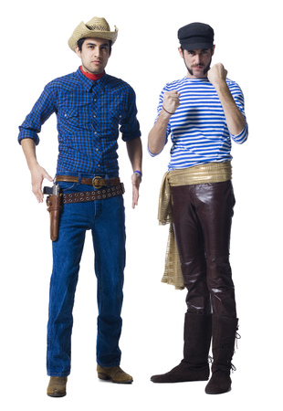 puños cerrados: Hombre en traje de vaquero y hombre con pantalones de cuero y cinturón Faja con los puños apretados