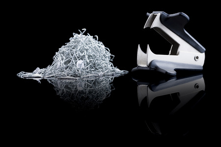 engrapadora: Removedor de grapas con pila de grapas