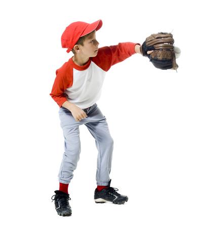Jugador de béisbol parado en una posición de captura LANG_EVOIMAGES