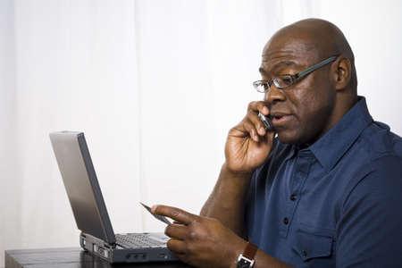 alkalmasság: Közelkép, ember, beszéd, mobiltelefon, birtoklás, hitelkártya LANG_EVOIMAGES