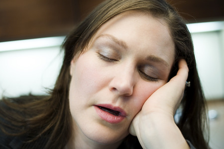 Close-Up Of A Mid Adult Woman Sleeping With Her Head In Her Hands LANG_EVOIMAGES