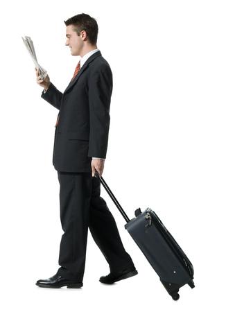 Perfil de un hombre de negocios caminando con equipaje LANG_EVOIMAGES