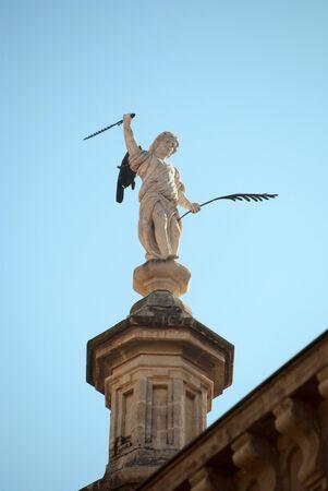 avenger: Estatua de un ángel de la Catedral de Granada, España