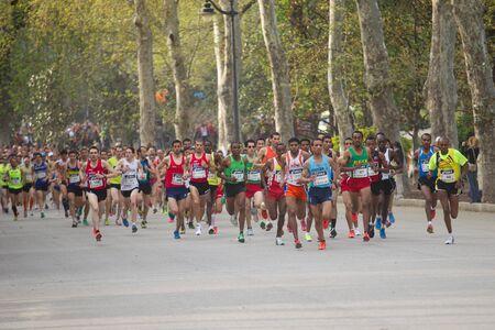 """maraton: Madrid, Espa�a - 1 de abril de 2012: los corredores profesionales de la XII media marat�n """"Villa de Madrid"""""""