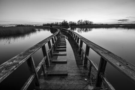 yesteryear: Boardwalk en el lago aguadulce Foto de archivo