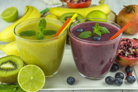 Fresh mixed fruit smoothies Фото со стока - 42187525