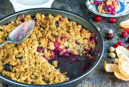 to crumble: Apple and cranberry crumble