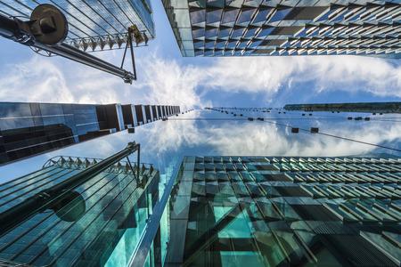 Londen, Verenigd Koninkrijk - 08 juni 2014: Stijgende mening van moderne wolkenkrabbers in de City of London, het hart van het financiële district in Londen. Meer dan 300.000 mensen die er werken, vooral in de financiële sector