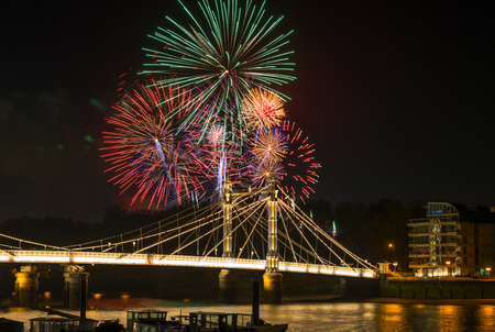guy fawkes night: Fireworks display on 5th November - Guy Fawkes Night - over Albert Bridge, London UK