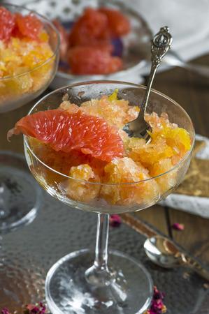 granizados: Frozen pink grapefruit granita slush drink Foto de archivo