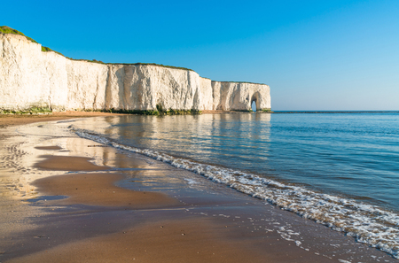 View of cliffs and beach in Kingsgate Bay, Margate, East Kent, UK Reklamní fotografie - 104881163