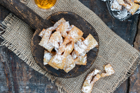 Traditional Italian carnival fritters dusted with icing sugar - frappe or chiacchiere Imagens
