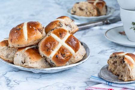 Hot cross buns - traditional Easter food Stockfoto