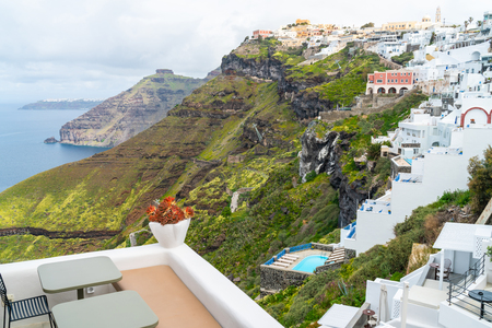View of Fira on rugged cliffs of Santorini, Greece 版權商用圖片