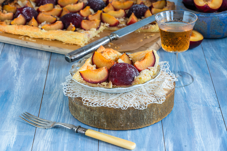 Plum and almond pastry dusted with icing sugar Reklamní fotografie