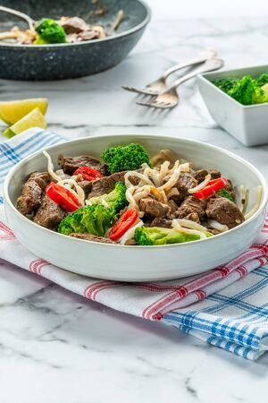 Beef and broccoli noodles Stock Photo - 128573466