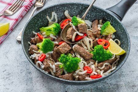 Beef and broccoli noodles Stock Photo - 128573443