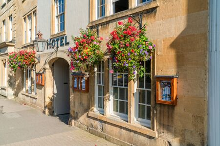 CHIPPING CAMPDEN, UK - SEPTEMBER 21, 2019: Chipping Campden, a small market town in Cotswold district of Gloucestershire is famous for its elegant terraced High Street, dating from the 14th century Redactioneel