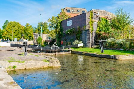 STROUD, UK - SEPTEMBER 23, 2019: A lock on the Stroudwater Navigation canal in Stroud, Gloucestershire. The canal was opened in 1779 and linked Stroud to the River Severn. 報道画像