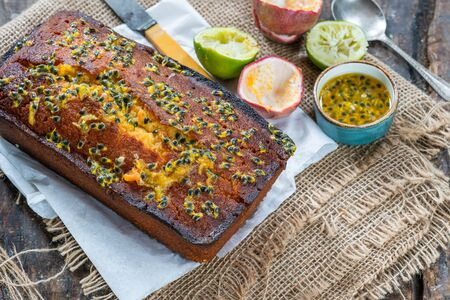 Lime and passion fruit drizzle cake on rustic wooden background Фото со стока - 134262694