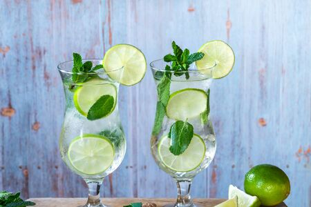 Refreshing mojito cocktail with mint and lime 写真素材 - 136550224