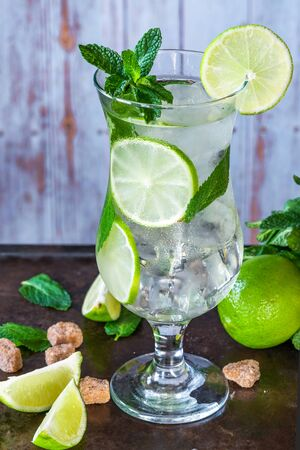 Refreshing mojito cocktail with mint and lime 写真素材 - 136550533
