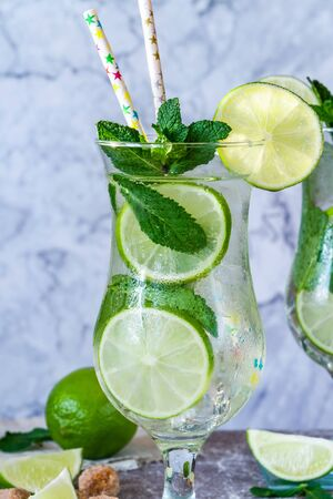 Refreshing mojito cocktail with mint and lime 写真素材 - 136792827