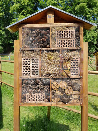 Insect hotels serve insects, especially wild bees, as a shelter and breeding ground.