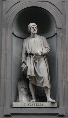 Doatello statue on the facade of Uffizi gallery Imagens