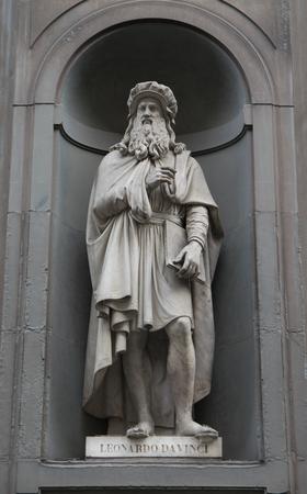 Leonardo da Vinci statue on the facade of Uffizi gallery
