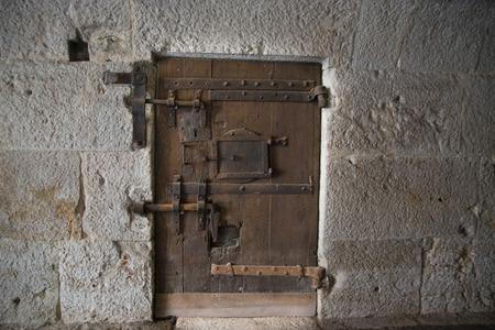 베니스, 이탈리아에서 궁전 Ducale (Doge의 궁전)에서 중세 감옥 문 스톡 콘텐츠 - 81827147