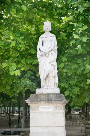 フランス、パリのリュクサンブール公園でプロバンスのマーガレットの像 報道画像