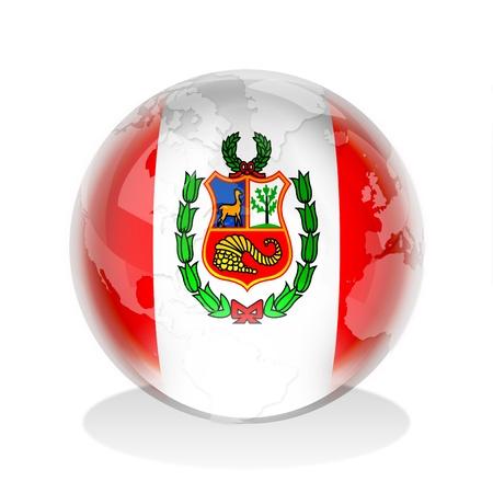 mapa del peru: Esfera de cristal de la bandera de Per� con el mapa mundial Foto de archivo