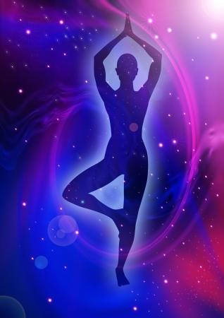 aura energy: Illustrazione di una donna, meditare, silhouette su sfondo nebulose
