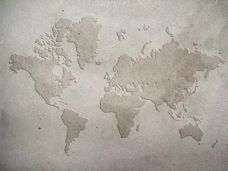 Mapa del mundo tallado en la pared de hormigón Foto de archivo - 22961859