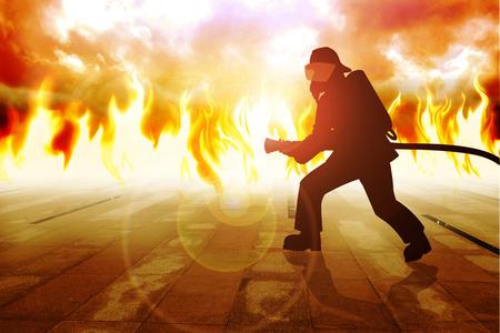 mangera: Silueta de un bombero en acción Foto de archivo