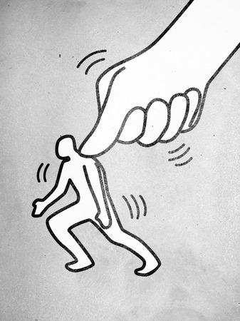 Symbool van een grote duim indrukken van een kleine man figuur Stockfoto