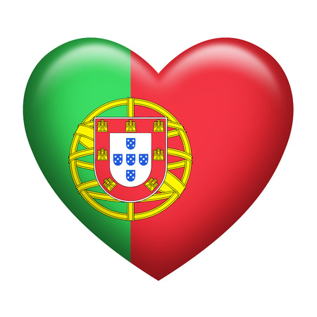 drapeau portugal: En forme de coeur du Portugal insigne isolé sur blanc Banque d'images