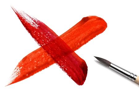 cruz roja: pincel y pintura cruzan cero Foto de archivo