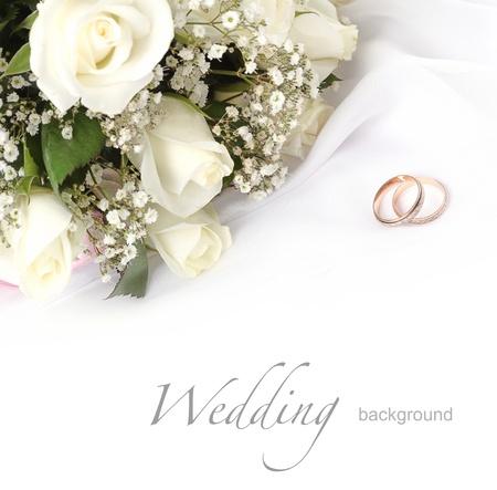 trouw ringen en rozen boeket