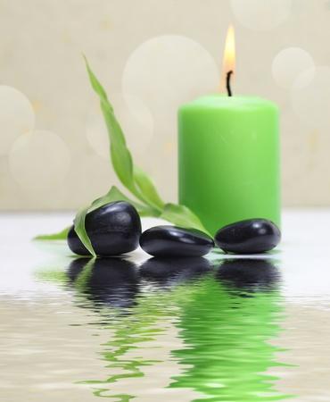 kerze: Kerzenlicht und Steine
