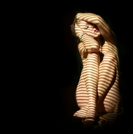 naked body: nude woman in the dark