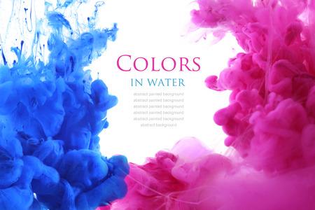 흐름: 물에 아크릴 색상. 추상적 인 배경입니다.