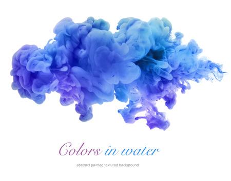 Los colores acrílicos y tinta en el agua. Resumen de antecedentes. aislado en blanco.