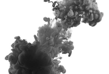 Acrylverf en inkt in het water. Abstracte achtergrond.